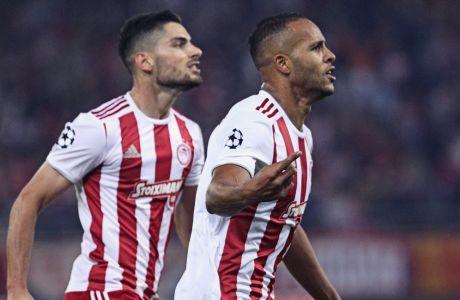 Ο Γιουσέφ Ελ Αραμπί και ο Γιώργος Μασούρας πανηγυρίζουν στη διάρκεια του περυσινού Champions League
