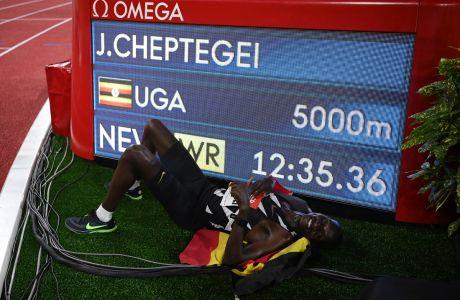 """Ο Τζόσουα Τσεπτέγκεϊ πανηγυρίζει το παγκόσμιο ρεκόρ στον τελικό των 5.000μ. του Diamond League στο 'Λουί ΙΙ"""", Μόντε Κάρλο   Παρασκευή 14 Αυγούστου 2020"""