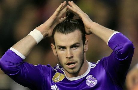 Real Madrid's Gareth Bale reacts after failing to score against Valencia during the Spanish La Liga soccer match between Valencia and Real Madrid at the Mestalla stadium in Valencia, Spain, Wednesday, Feb. 22, 2017. (AP Photo/Alberto Saiz)