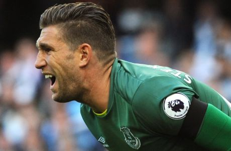 Evertons Maarten Stekelenburg during the English Premier League soccer match between Manchester City and Everton at the Etihad Stadium in Manchester, England, Saturday, Oct. 15, 2016. (AP Photo/Rui Vieira)