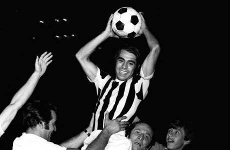 O Γιώργος Κούδας λατρεύτηκε στον ΠΑΟΚ. Εδώ πανηγυρίζει το Κύπελλο του 1972