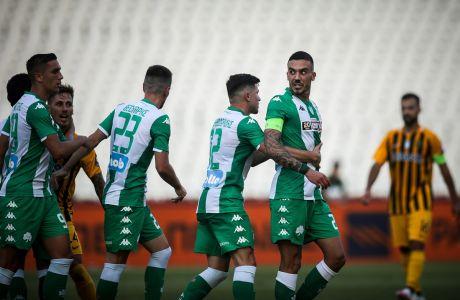 Ο Δημήτρης Κουρμπέλης του Παναθηναϊκού πανηγυρίζει γκολ με συμπαίκτες του κόντρα στον Άρη για τα playoffs της Super League 1 2019-2020 στο Ολυμπιακό Στάδιο | Τετάρτη 1 Ιουλίου 2020