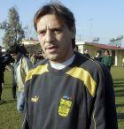 Ο Πατρίκ Βαλερί σε διάλειμμα από την προπόνηση της ομάδας ποδοσφαίρου του Άρη