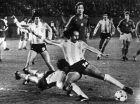 Εναντίον της Ουγγαρία είχε πετύχει ένα τρομερό γκολ ο Λούκε, που εδώ διακρίνεται με τον τερματοφύλακα Σάντορ Γκουϊντάρ