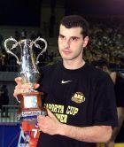 Ο Μιχάλης Κακιούζης με το Κύπελλο Σαπόρτα το 2000