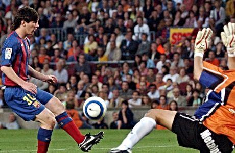 Ο Λιονέλ Μέσι έτοιμος να σκοράρει το πρώτο του γκολ με την Μπαρτσελόνα.