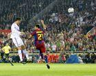 Ο Κριστιάνο Ρονάλντο πετυχαίνει το μοναδικό γκολ του τελικού του ισπανικού Κυπέλλου απέναντι στην Μπαρτσελόνα (20/4/2011).