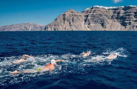 Santorini Experience #2: Από τη λάβα στη θάλασσα κολυμπώντας