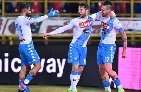 """Napoli's midfielder from Slovakia Marek Hamsik (R) celebrates after scoring a goal with Napoli's forward from Belgium Dries Mertens and Napoli's midfielder from Italy Lorenzo Insigne (L) during the Italian Serie A football match Bologna vs Napoli at """"Renato Dall'Ara Stadium"""" in Bologna on February 4, 2017.  / AFP / GIUSEPPE CACACE        (Photo credit should read GIUSEPPE CACACE/AFP/Getty Images)"""
