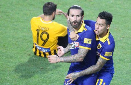 Ο Μάρκο Λιβάγια πανηγυρίζει το γκολ του στο 6ο λεπτό των καθυστερήσεων, που έστειλε τον ημιτελικό της ΑΕΚ με τον Άρη στην παράταση.  Ο Κροάτης εκεί σκόραρε ένα ακόμη τέρμα για το τελικό 2-2 στο 'Κ. Βικελίδης', που έστειλε την ΑΕΚ στον τελικό του Κυπέλλου Ελλάδας 2019-2020. (ΦΩΤΟΓΡΑΦΙΑ: MOTION TEAM)