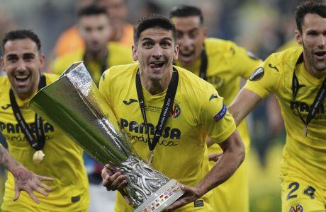Ο Ζεράρ Μορένο με το τρόπαιο του Europa League στα χέρια!