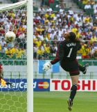 England's goalkeeper David Seaman looks at the ball as Brazil's Ronaldinho scores the second goal for Brazil during a World Cup quarter-final match in Shizuoka June 21, 2002. REUTERS/Dylan Martinez