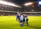 """Οι παίκτες της Ντέπορ πανηγυρίζουν μέσα στο """"Ριαθόρ"""" τη συγκλονιστική νίκη/ανατροπή με 4-0 επί της Μίλαν στον προημιτελικό του ChL της σεζόν 2003/04."""