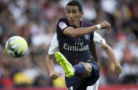 PSG's Angel Di Maria attempts a shot during the French League One soccer match between PSG and Amiens at the Parc des Princes stadium in Paris, France, Saturday, Aug. 5, 2017. (AP Photo/Kamil Zihnioglu)