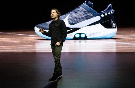 Nike Adapt BB: Το πιο 'έξυπνο' παπούτσι θα χρειάζεται φόρτιση