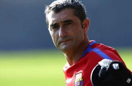 FC Barcelona's coach Ernesto Valverde gestures during a training session at the Sports Center FC Barcelona Joan Gamper in Sant Joan Despi, Spain, Monday, July 17, 2017. (AP Photo/Manu Fernandez)