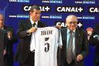 Η επίσημη παρουσίαση του Ζινεντίν Ζιντάν από τη Ρεάλ Μαδρίτης (9/7/2001).