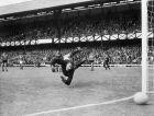 Ο Λεβ Γιασίν σε αγώνα της Σοβιετικής Ένωσης με την Ιταλία στο Μουντιάλ του 1966.