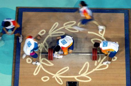 Εθελοντές στο άθλημα της άρσης βαρών στους Ολυμπιακούς Αγώνες 2004, Ολυμπιακό Κλειστό Γυμναστήριο Άρσης Βαρών Νίκαιας, Δευτέρα 23 Αυγούστου 2004