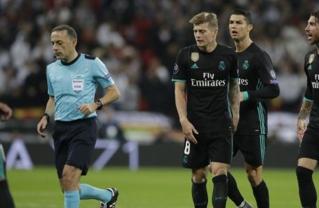 Real Madrid's Toni Kroos, third right, Real Madrid's Cristiano Ronaldo, second right, and Real Madrid's Sergio Ramos, right, argue with Referee Cuneyt Cakir of Turkey during a Champions League Group H soccer match between Tottenham Hotspurs and Real Madrid at the Wembley stadium in London, Wednesday, Nov. 1, 2017. (AP Photo/Matt Dunham)