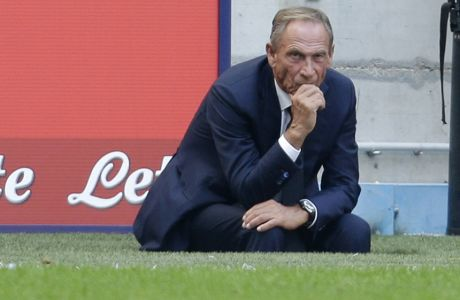 Cagliari coach Zdenek Zeman watches the Serie A soccer match between Inter Milan and Cagliari at the San Siro stadium in Milan, Italy, Sunday, Sept. 28, 2014. (AP Photo/Antonio Calanni)