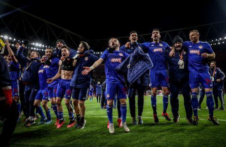 Παίκτες του Ολυμπιακού πανηγυρίζουν την πρόκριση επί της Άρσεναλ για τη φάση των 32 του Europa League 2019-2020 στο 'Έμιρεϊτς', Λονδίνο, Πέμπτη 27 Φεβρουαρίου 2020