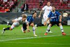 Ο Λουκ ντε Γιονγκ της Σεβίλλης σκοράρει κόντρα στην Ίντερ στον τελικό του Europa League 2019-2020 στο 'Ράιν Ένεργκι Στάντιον' της Κολονίας | Παρασκευή 21 Αυγούστου 2020