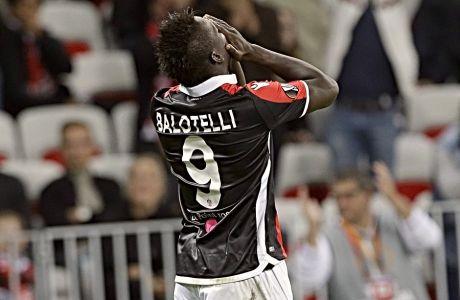 Ο Μάριο Μπαλοτέλι σε αγώνα της Νις με τη Λάτσιο για το Europa League της σεζόν 2017-18