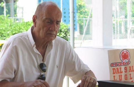 Ο Λουτσιάνο Καπικιόνι στα γραφεία της Ρίμινι