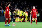 """Σαλάχ και Ρόμπερτσον, με τους παίκτες της Γουότφορντ στο βάθος να πανηγυρίζουν ένα από τα γκολ τους στο 3-0 επί των """"reds"""" (29/2/2020)"""