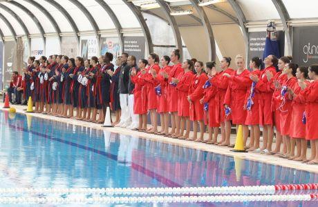 Παίκτριες της Βουλιαγμένης και του Ολυμπιακού παρατάσσονται πριν από αναμέτρηση των τελικών της Α1 πόλο στο κολυμβητήριο του Λαιμού, Δευτέρα 13 Μαΐου 2019