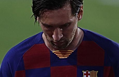Κατά τα φαινόμενα, ο Λίονελ Μέσι δεν θα υπογράψει το υπ' αριθμόν 9 συμβόλαιο με την Μπαρτσελόνα, ενημερώνοντας πως θα εγκαταλείψει την Καταλονία το καλοκαίρι του 2021.