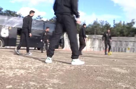 """Οι παίκτες της ΑΕΚ έπαιξαν μπάλα στην """"Αγιά Σοφιά"""" και έστειλαν ευχές"""
