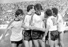 Ντούσαν Μπάγεβιτς, Θωμάς Μαύρος, Μίμης Παπαϊωάννου, Μίμης Δομάζος και Χρήστος Αρδίζογλου πανηγυρίζουν στην αναμέτρηση Ολυμπιακός - ΑΕΚ 0-1 (24/09/1978)
