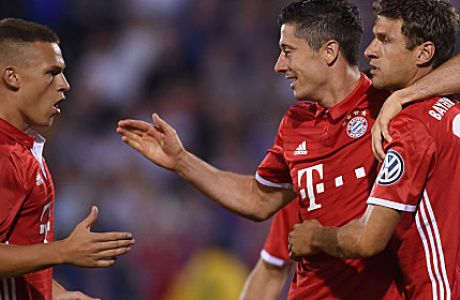 (L-R) Bayern Munich's midfielder Joshua Kimmich, Bayern Munich's Polish striker Robert Lewandowski and Bayern Munich's striker Thomas Mueller celebrate after the first goal for Munich during the German Cup (DFB Pokal) first round football match between the German first division team Bayern Munich and the German regional soccer team Carl Zeiss Jena at the stadium in Jena, eastern Germany, on August 19, 2016.  / AFP / CHRISTOF STACHE / RESTRICTIONS: ACCORDING TO DFB RULES IMAGE SEQUENCES TO SIMULATE VIDEO IS NOT ALLOWED DURING MATCH TIME. MOBILE (MMS) USE IS NOT ALLOWED DURING AND FOR FURTHER TWO HOURS AFTER THE MATCH. == RESTRICTED TO EDITORIAL USE == FOR MORE INFORMATION CONTACT DFB DIRECTLY AT +49 69 67880   /         (Photo credit should read CHRISTOF STACHE/AFP/Getty Images)