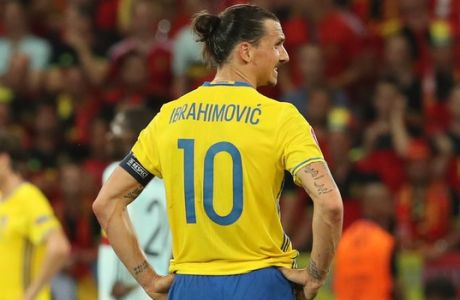 Sweden's Zlatan Ibrahimovic, center, reacts end of the Euro 2016 Group E soccer match between Sweden and Belgium at the Allianz Riviera stadium in Nice, France, Wednesday, June 22, 2016. Belgium won 1-0. (AP Photo/Thanassis Stavrakis)