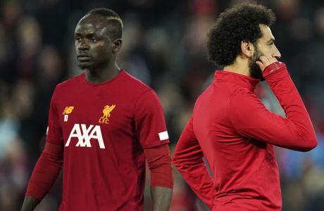 Μανέ και Σαλάχ στην διάρκεια της προθέρμανσης πριν την αναμέτρηση της Λίβερπουλ με την Σέφιλντ Γιουνάιτεντ στο 'Anfield', στις 2 Ιανουαρίου 2020. (AP Photo/Jon Super)