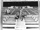 """Οι φύλακες του άδειου """"Βιθέντε Καλντερόν"""" στην απεργία των ποδοσφαιριστών το 1979."""