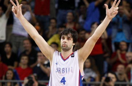 Μίλος Τεόντοσιτς: Δοξάστε με...