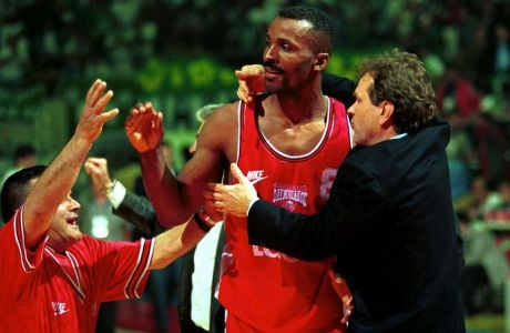 Έντι Τζόνσον: Ο Ιωαννίδης, τα ελληνικά και η ανοιχτή πόρτα στον Ολυμπιακό