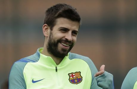 FC Barcelona's Gerard Pique gestures during a training session at the Sports Center FC Barcelona Joan Gamper in Sant Joan Despi, Spain, Saturday, Jan. 21, 2017. Eibar will play against FC Barcelona in a Spanish La Liga on Sunday. (AP Photo/Manu Fernandez)