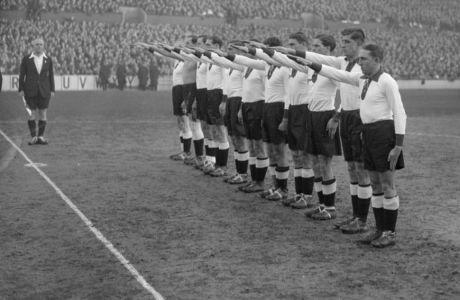 Όταν η Γερμανία των ναζί έκανε χαιρετισμό σε αγώνα ντροπή στην Αγγλία