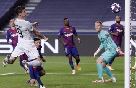 Ο Ρόμπερτ Λεβαντόφσκι βάζει το 6ο γκολ της Μπάγερν στο φεστιβάλ (8-2) της γερμανικής ομάδας κόντρα στην Μπαρτσελόνα