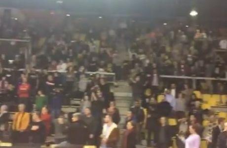 Εγκλωβίστηκαν στο γήπεδο, τραγούδησαν τον Εθνικό Ύμνο