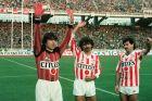 Ο Χρήστος Αρβανίτης, ο Πέτρος Ξανθόπουλος και ο Νίκος Αναστόπουλος του Ολυμπιακού σε στιγμιότυπο πριν από την αναμέτρηση με τον Ηρακλή για τον 1ο αγώνα της φάσης των 16 του Κυπέλλου Ελλάδας 1985-1986 στο Ολυμπιακό Στάδιο | Τετάρτη 22 Ιανουαρίου 1986