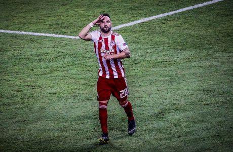 Ο Ματιέ Βαλμπουενά του Ολυμπιακού πανηγυρίζει το γκολ που σημείωσε στην αναμέτρηση κόντρα στην Τότεναμ για τη φάση των ομίλων του Champions League 2019-2020 στο 'Γεώργιος Καραϊσκάκης', Τετάρτη 18 Σεπτεμβρίου 2019