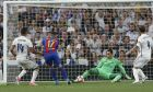 Real Madrid's goalkeeper Keylor Navas, right, saves on an attempt to sore by Barcelona's Paco Alcacer during a Spanish La Liga soccer match between Real Madrid and Barcelona, dubbed 'el clasico', at the Santiago Bernabeu stadium in Madrid, Spain, Sunday, April 23, 2017. (AP Photo/Francisco Seco)