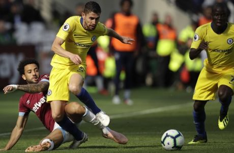West Ham's Felipe Anderson, left, vies for the ball with Chelsea's Jorginho during the English Premier League soccer match between West Ham United and Chelsea at London Stadium in London, Sunday, Sept. 23, 2018. (AP Photo/Matt Dunham)