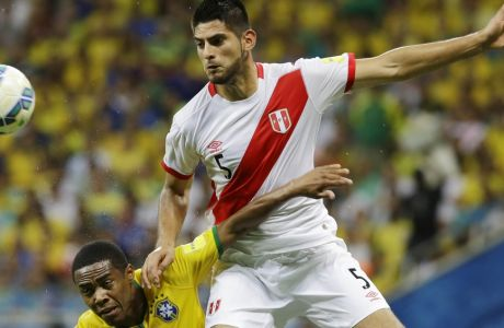 Brazil's Elias, left, fights for the ball with Peru's Carlos Zambrano during a 2018 World Cup qualifying soccer match in Salvador, Brazil, Tuesday, Nov. 17, 2015. (AP Photo/Nelson Antoine)