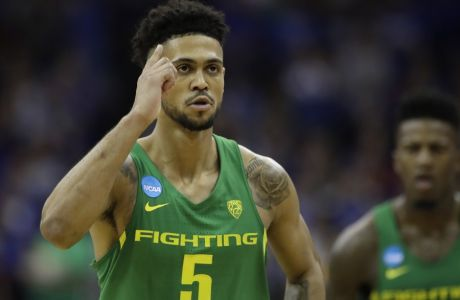 Oregon guard Tyler Dorsey reacts during the second half of a regional final against Kansas in the NCAA men's college basketball tournament, Saturday, March 25, 2017, in Kansas City, Mo. (AP Photo/Charlie Riedel)